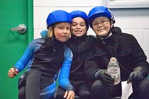 Trial_skaters_hanging